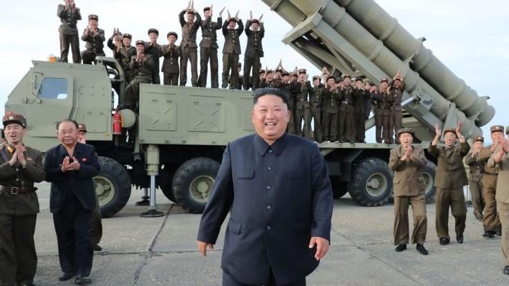 KĽDR otestovala veľkorozmerný odpaľovač. Úžasný, vyhlásil Kim