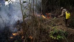 Bolsonaro chce prijať milióny na požiare, má však podmienku