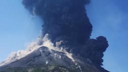 Silná explózia sopky Stromboli pri Sicílii vystrašila turistov