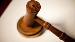 Sudcovia, ktorým zhabali mobily, môžu prísť dočasne o talár