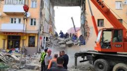 Explózia premenila bytovku na trosky, z Ukrajiny hlásia mŕtvych