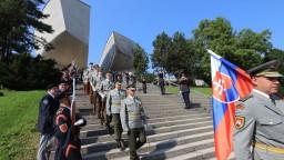 Veteráni neskrývali slzy. Minister a šéf armády hodnotili oslavy