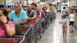 Ľudia sa pripravujú na evakuáciu, hurikán Dorian zosilnel