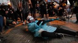 Na protivládnom proteste panuje chaos. Polícia použila slzotvorný plyn