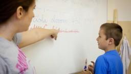 Prilákajú nových pedagógov? Začínajúci učitelia si zarobia viac