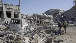 Po náletoch hlásia mŕtvych, zasiahli budovu povstalcov