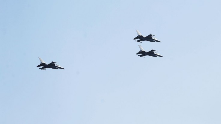 Vybrali skupinku, ktorá sa naučí lietať na nových stíhačkách F-16