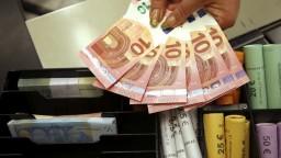 Kurz eura sa výrazne prepadá, dostal sa na dvojročné minimum