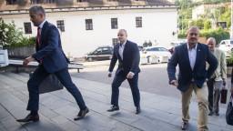 Mazurek musel skončiť v parlamente, zvýšili mu aj pokutu