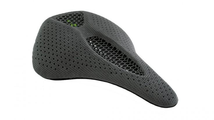 Specialized a Carbon vytvorili 3D tlačené elastomérové sedlo na bicykel