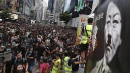 Šéfka Hongkongu po mesiacoch protestov sťahuje kritizovaný zákon