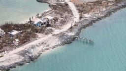 Hurikán Dorian spustošil Bahamy, z trosiek vytiahli ďalšie telá