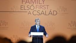 Liekom na úbytok obyvateľstva nie je migrácia, povedal Orbán na samite