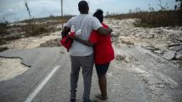 Na Bahamy mieri osem ton potravín, obetí po hurikáne je stále viac
