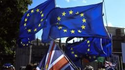 Bez dohody to nebude. Lordi schválili návrh vylučujúci tvrdý brexit