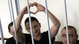 Dokončili výmenu, z Moskvy a Kyjeva vzlietli lietadlá s väzňami