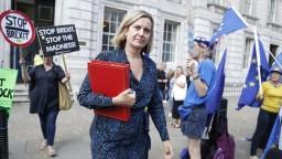 Ministerka končí s vládou Johnsona, opustila stranu i funkciu