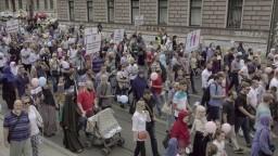 Na Balkáne vyšli ľudia do ulíc, nesúhlasia s LGBT pochodom