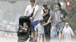 Oblasť Tokia zasiahol silný tajfún, priniesol rekordný vietor a dážď