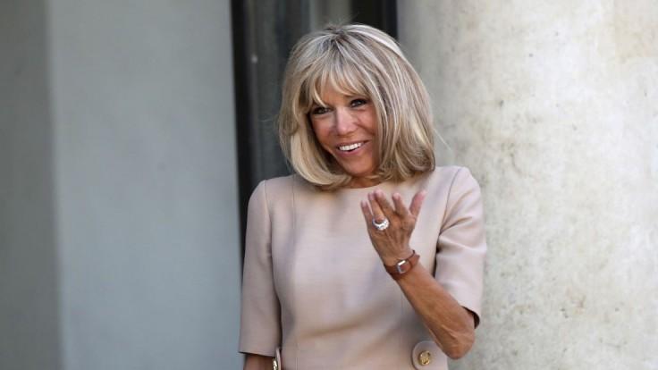 Brigitte, si krásna. Umelci sa zastali francúzskej prvej dámy