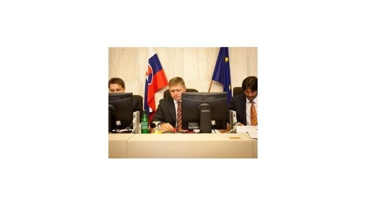 Ficov kabinet pohrozil bankám a povolil súkromnú VŠ