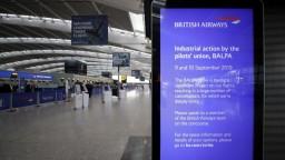 Piloti pokračujú v štrajku, celkovo zrušili takmer 2000 letov