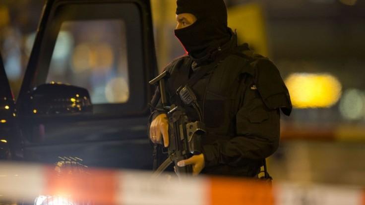 Policajt vystrieľal svoju rodinu. Zraneniam podľahla i manželka
