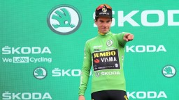 Gilbert vyhral najdlhšiu etapu Vuelty, v červenom sa udržal Roglič
