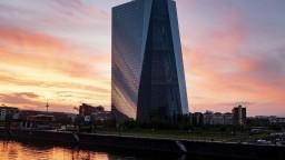 ECB opäť uvoľňuje menovú politiku, reaguje na pomalý rast inflácie