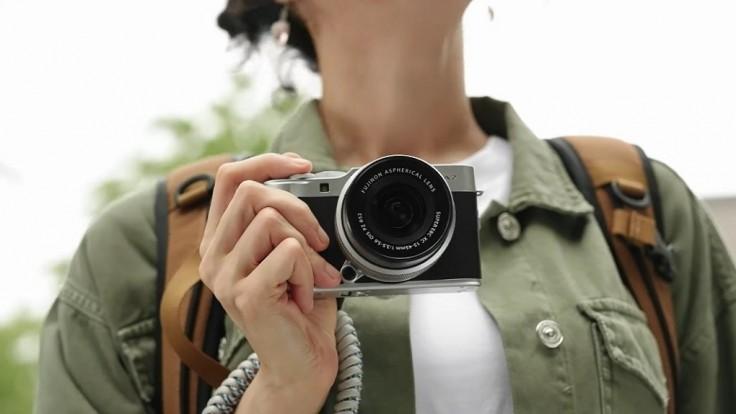 Retro kompaktná bezzrkadlovka Fujifilm X-A7 nastupuje v plnej sile