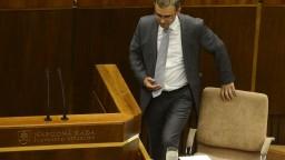 Koalícia stráca väčšinu v parlamente, odchádza bývalý minister