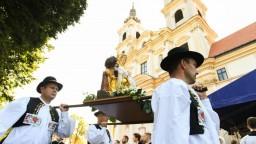 V Šaštíne sa zišli desaťtisíce veriacich, prišli Čaputová i premiér