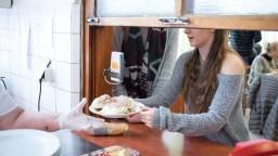 Obedy zadarmo diskriminujú časť detí, kritizujú opatrenie radnice