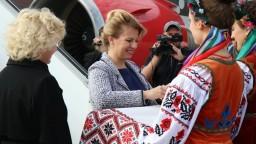 Čaputovú prijal prezident Zelenskyj, na letisku ju vítali v krojoch
