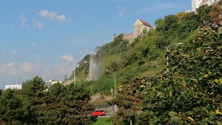V centre Bratislavy vytryskol gejzír, príčinou bola nehoda
