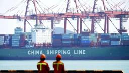 Čínska ekonomika ďalej slabne, ubližuje jej obchodný spor s USA