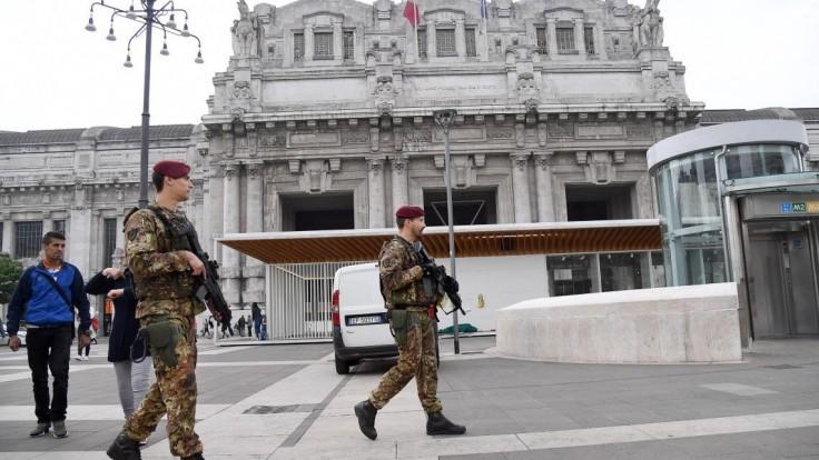 Hliadku v Miláne dobodali nožnicami. Alláhu akbar, kričal útočník