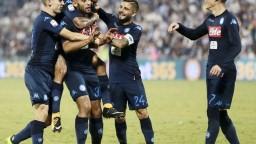 Liverpool na úvod prehral, obhajcu trofeje porazil Neapol
