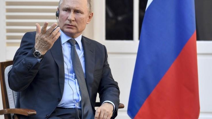 Šaman sa vydal pešo do Kremľa vyhnať Putina, zadržali ho