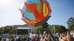 K veľkému štrajku za záchranu planéty sa pridali tisícky Slovákov