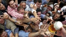 Fotogaléria: V Mníchove narazili prvý sud, začal sa Oktoberfest