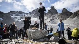 V Alpách smútili za rozpusteným ľadovcom, zostal z neho len zlomok