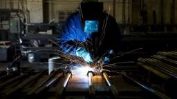 Príplatky za nočnú i víkendovú prácu majú oddeliť od minimálnej mzdy