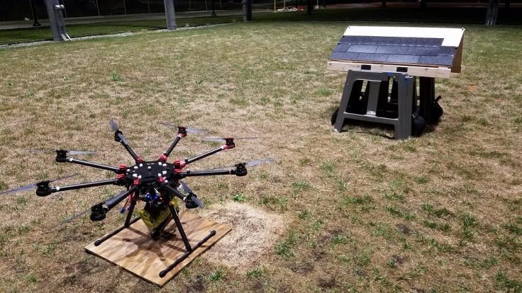 Drony by mohli už aj samé zatĺkať asfaltovú strešnú krytinu