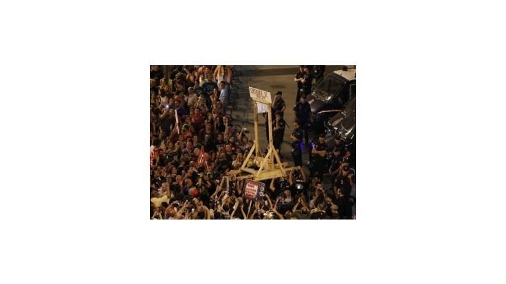 Španielsky protest proti úsporným opatreniam prerástol do násilností