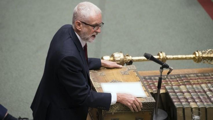 Šéf britskej opozície žiada Johnsonov odchod, sľúbil novú dohodu