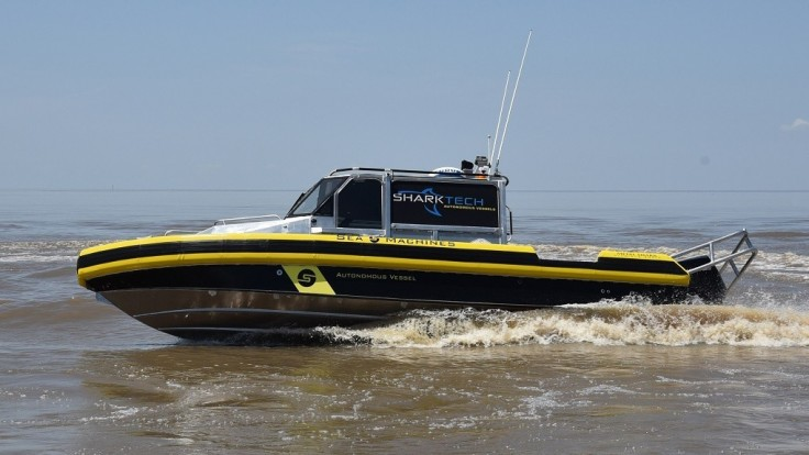 Na vodu bola spustená autonómna hliadková loď Sharktech
