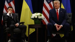 Trump mal v telefonáte vyvíjať tlak na Kyjev, Zelenský to odmietol