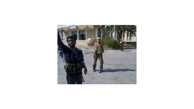 Povstalci podpálili v Damasku kasárne Asadových milícií