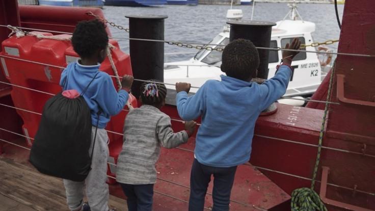 Migrantov z lode Ocean Viking si rozdelí EÚ, postará sa aj cirkev
